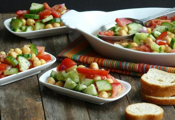 Cumcumber-Tomato-and-Garbanzo-Bean-Salad-serves-4