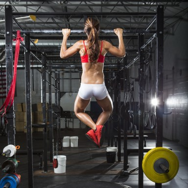 woman-pullup-gym